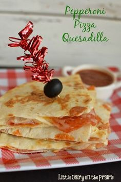 Pepperoni Pizza goodness in a quesadilla!Kids will go crazy for these crispy quesadilla's filled with gooey cheese and pepperoni! Serve with a side of marinara! Pizza Quesadilla, Pizza Pizza, Quesadillas, Tostadas, Tacos, Tamales, Chorizo, Enchiladas, Whats For Lunch