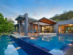 Pool Design Ideas - Get Inspired by photos of Pools from Australian Designers & Trade Professionals - Australia   hipages.com.au  Espectacular foto con gran angular de una piscina desbordante  con un carril de natación y un porche increible de lineas modernas.