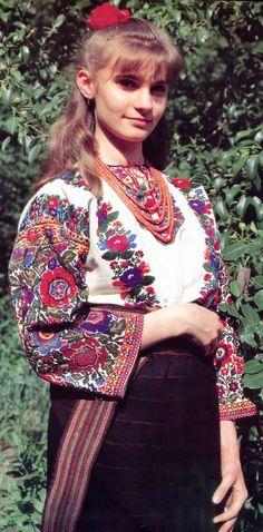 FolkCostume&Embroidery: Costume and Embroidery of Bukovyna, Ukraine, part 2 khlopianka Polish Embroidery, Embroidery Online, Folk Embroidery, Indian Embroidery, Embroidery Designs, Folk Fashion, Ethnic Fashion, Womens Fashion, Ukrainian Dress