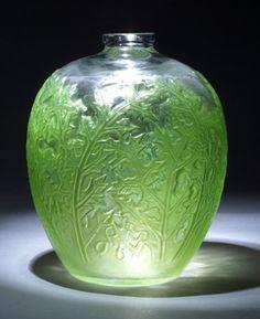 R. LALIQUE Acanthes vase, circa 1921,