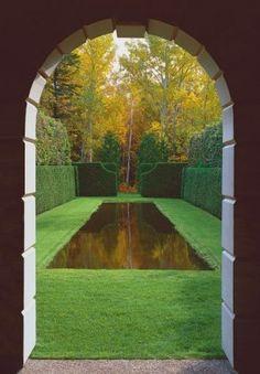 Enclosed Gardens - Malcolm Kirk: Photographs