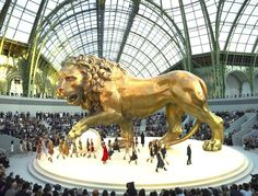 Gold lion by Chanel @ Paris Grand Palais Haute Couture Paris, Chanel Couture, Beautiful Paris, I Love Paris, Vintage Paris, Vintage Chanel, Karl Lagerfeld, Monaco, Chanel Fashion Show