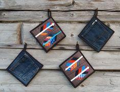 Aivosolun ajatukset: Taskulliset patalaput - Pot Holders with Pockets Table Runners, Pot Holders, Quilts, Pockets, Decor, Healthy, Decorating, Comforters, Potholders