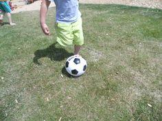 Barfuss Fußball spielen