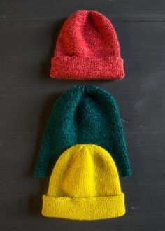 boyfriend-hat pattern - use 2 different colored balls of fingering yarn. Knitting Patterns Free, Knit Patterns, Free Knitting, Mens Hat Knitting Pattern, Slouchy Beanie Pattern, Knit Beanie, Free Pattern, Knitting Projects, Crochet Projects