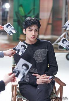 Wooseok [I'm a star] Pentagon Members, Pentagon Wooseok, How To Speak Korean, Cube Entertainment, Poses, Beautiful People, Outfits, Kokoro, Bts Suga