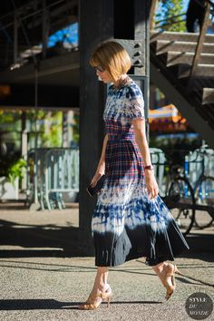 Anna Wintour on WhoWhatWear Yasmina Rossi, Anna Wintour Style, Fashion Prints, Fashion Design, Style Fashion, Fashion Tag, London Fashion, Tye And Dye, Khadra