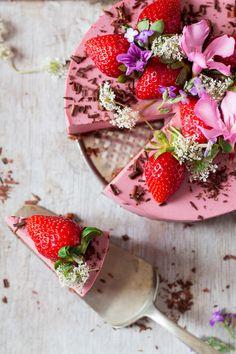 vegan oil-free strawberry cheesecake