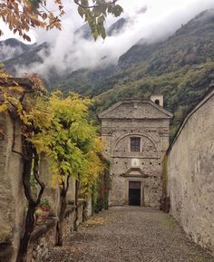 The lovely private chapel of Palazzo Vertemate Franchi in Chiavenna - Instagram by 1step2theleft