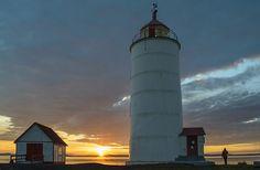 Le phare de l'île Verte au coucher du soleil Bas Saint Laurent, Destinations, Saints, Nature, Lighthouses, Sun, Green, Naturaleza, Nature Illustration