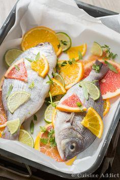 Un plat coloré, léger et vitaminé très facile à préparer. Des daurades entières, du citron, de l'orange et du pomelo.