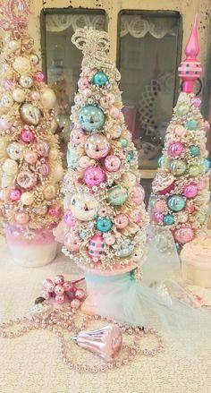Christmas Tree Themes, Christmas Mood, Very Merry Christmas, Outdoor Christmas Decorations, Pink Christmas, Christmas Traditions, Vintage Christmas, Christmas Crafts, Shabby Chic Christmas