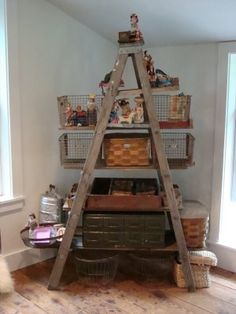 Old ladder. Would love to find one for my garden to put pots on I have a old ladder I'll have to try this. Old Ladder, Vintage Ladder, Deco Dyi, Vintage Interior Design, Craft Show Displays, Display Ideas, Diy Furniture, Furniture Design, Repurposed Furniture