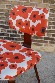 Mod Green Pod fabric on a great vintage Thonet Chair @ www.sugarscout.com