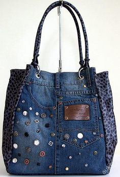 Small Sewing Projects Sewing Projects For Beginners Altering Jeans Blue Jean Purses Denim Purse Denim Crafts Denim Ideas Bolsas Jeans Schneider Cut adding design to pockets - Salvabrani Want to try and make this bag - Salvabrani Denim Tote Bags, Denim Purse, Diy Jeans, Jean Diy, Blue Jean Purses, Denim Ideas, Denim Trends, Denim Crafts, Diy Handbag
