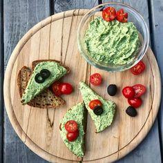 Brokolicová nátierka Avocado Toast, Guacamole, Healthy Recipes, Healthy Food, Food And Drink, Mexican, Breakfast, Ethnic Recipes, Healthy Foods