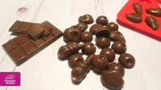 Karobos csoki Naan, Granola, Paleo, Candy, Chocolate, Food, Essen, Beach Wrap, Chocolates