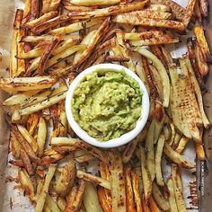 Mixed Potato Baked Rosemary Fries with Guacamole by @candicelynnfitvegan  P.S. I'm in Toronto for the day and I'd love to know all your favorite vegan food places here and general things to do/see. Please comment or send me a dm with recommendations. Thanks💚