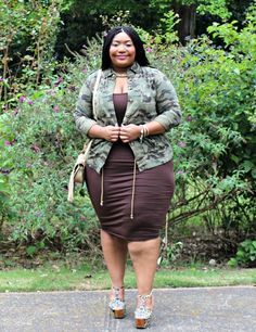 Fashion Blogger Spotlight:  Bianca of Curvaceously Bee http://thecurvyfashionista.com/2016/10/plus-size-fashion-blogger-curvaceously-bee/