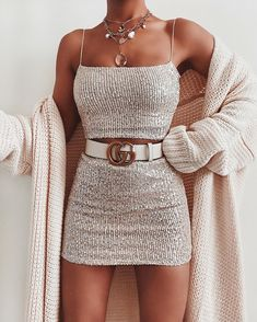 Such a stunning top & skirt via ad. Top: Waiting For Tonight Crop Top Skirt: Waiting For Tonight Mini Skirt Cute Casual Outfits, Stylish Outfits, Summer Outfits, Stylish Nails, Summer Shorts, Mode Bcbg, Teen Fashion, Fashion Outfits, Fashion Clothes