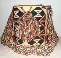 Arte Guajiro - Mochilas Wayuu, artesanias de Colombia: Mochilas Wayuu Ref DE por ARTE GUAJIRO Tapestry Bag, Tapestry Crochet, Bucket Bag, Braids, Textiles, Canvas, Inspiration, Inspire, Crochet Bags