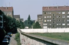 2424 Berlin 1980s. Bouchéstraße from Heidelberger Straße. The Berlin Wall took lots of turns along here, snaking through the city.