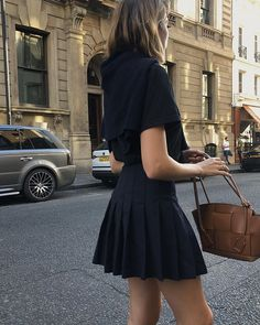 Style Inspiration: Late Autumn Layers :: This Is Glamorous Preppy Outfits, Mode Outfits, Preppy Style, Fall Outfits, Fashion Outfits, Estilo Ivy, Private School Girl, Private School Uniforms, School Uniform Shoes