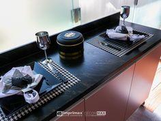 """Assista o sétimo episódio da série """"PROJETO CRIATIVO""""! A Imprimax forneceu espaço e materiais para que arquitetos e designers de interiores esbanjassem toda a sua criatividade, mostrando as possibilidades da utilização de vinis autoadesivos na decoração de ambientes. Confira agora o resultado incrível e conceitual que a design de interiores STELLA LINGUANOTTI criou. Espresso Machine, Coffee Maker, Kitchen Appliances, Designers, Vinyls, Creativity, Architects, Creative, Espresso Coffee Machine"""