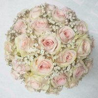 Rózsaszín rózsa menyasszonyi csokor rezgővel