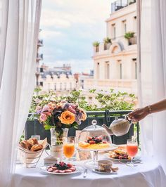 Four Seasons Hotel George V Paris: Good morning Welcome to the only Palace in Europe to house 3 restaurants Michelin-starred . Four Seasons Hotel, Buffet Chic, Brunch Mesa, Breakfast Desayunos, Breakfast In Paris, Champagne Breakfast, Recipe Of The Day, Afternoon Tea, Tea Time