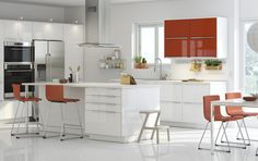 A large kitchen with orange high-gloss doors combined with white high-gloss doors and drawers. Shown together with stainless steel appliances and orange bar stools. Ikea New Kitchen, Dorm Kitchen, Orange Kitchen, Home Decor Kitchen, Kitchen Dining, Kitchen Cabinets, Maple Cabinets, Orange Cabinets, Kitchen Design Gallery
