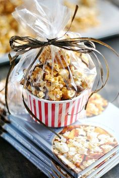 This caramel corn is so easy to make and is perfect for packaging and giving as a homemade gift! This caramel corn is so easy to make and is perfect for packaging and giving as a homemade gift! Bake Sale Treats, Bake Sale Recipes, Cooking Recipes, Bake Sale Packaging, Food Packaging, Popcorn Packaging, Cupcake Packaging, Dessert Packaging, Packaging Ideas