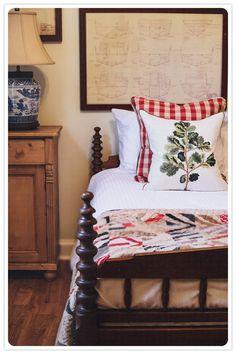 DIY: Making a wooden pallet headboard - Hdeco Home Bedroom, Bedroom Decor, Bedroom Ideas, Guest Bedrooms, Barn Bedrooms, Cottage Bedrooms, Country Bedrooms, Guest Room, Cozy Cottage