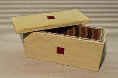 Scatola intonaco  Materiale:Legno rivestito  esterno intonaco interno carta Dimensioni:27 x 11 cm altezza 13 cm • Info: enrico@ynedit.it