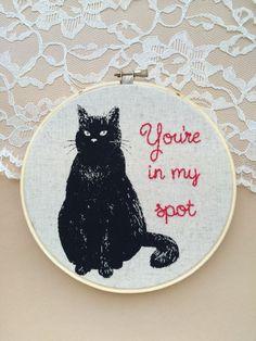 Humorismo gato bordado aro arte, gato negro, cotización de humorismo, bordado, bordado citar, arte divertido, divertido bordado, decoración Kitty