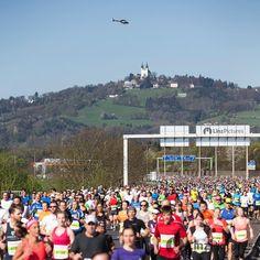 ... eure Zeit?  . . . . . #linzmarathon #marathon #linz #linzp#igerslinz #linza #laufen #running #run #sky #asfinag #autobahn #moments #sunday #champion #urfahr #sun #igersaustria #visitaustria #upperaustria #oberösterreich #win #victory #pöstlingberg #mood #fast #time #laufmomente