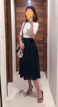 - Top: FRAY I.D - Navy skirt: D-vec - Bag: BALDAN - Sandals: Pellico