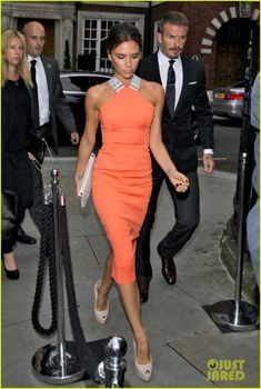 : Photo Victoria and David Beckham step out in style while attending pal Simon Fuller's birthday party on Monday (July in London, England. David Und Victoria Beckham, Victoria And David, Victoria Beckham Style, David Beckham, Fashion Mode, Look Fashion, Womens Fashion, Fashion Tips, Fashion Trends