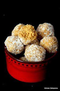 Zdrowo zakręcona: Coconut ladoo, czyli indyjskie kulki z kokosem i kardamonem. Bez mąki, bez pieczenia, wegańskie