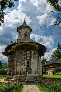 Moldovița monastery , Suceava county , Romania Places To Travel, Places To See, Transylvania Romania, Church Architecture, Chapelle, Temple, Bucharest, Travel Goals, Eastern Europe