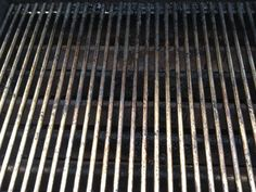 How to clean the bbq grill in a snap - B+C Guides How To Clean Bbq, Clean Grill, Bbq Grill, Clean Clean, Grill Pan, Diy Cleaning Products, Cleaning Solutions, Cleaning Hacks, Grill Cleaning