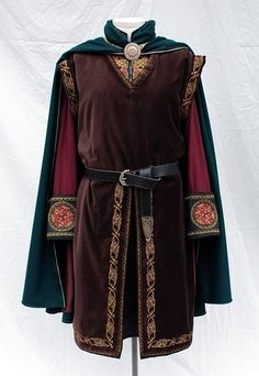 LOTR Inspired Clothing and Costumes from Twin Roses Designs. Costume Re-Creation and Construction by Andrea Wakely. Renaissance Costume, Medieval Costume, Historical Costume, Historical Clothing, Medieval Tunic, Medieval Fashion, Medieval Clothing Men, Steampunk Clothing, Steampunk Fashion
