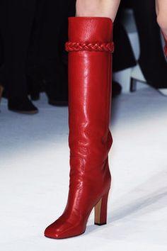 Valentino at Paris Fashion Week Fall 2014 - Details Runway Photos Red Fashion, Fashion 2020, Paris Fashion, Valentino Boots, Valentino Paris, Heeled Boots, Shoe Boots, Fall Winter Shoes, Paris Mode