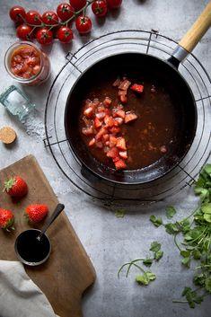 Tomaten-Erdbeer-Chutney mit Balsamico Essig.