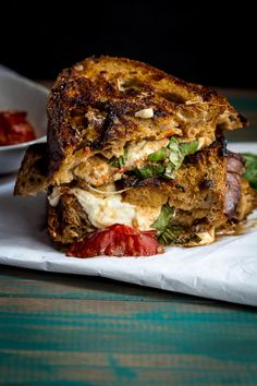 Grilled cheese is all grown up with creamy, melty Roasted Tomato and Burrata Grilled Cheese. Sandwiches For Lunch, Wrap Sandwiches, Grilled Cheese Recipes, Sandwich Recipes, Great Recipes, Favorite Recipes, Fresh Mozzarella, Roasted Tomatoes, Melted Cheese