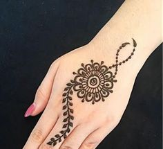 The pattern on the fingers is matched with the centerpiece mandala pattern to compliment the whole henna Henna Tattoo Designs Simple, Mehndi Designs For Kids, Finger Henna Designs, Mehndi Designs For Beginners, Unique Mehndi Designs, Mehndi Designs For Fingers, Beautiful Mehndi Design, Simple Mehndi Designs, Hena Designs