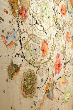 Machine Embroidery Artist: Louise Gardiner This is a wonderful embroidery piece. Free Motion Embroidery, Learn Embroidery, Machine Embroidery Patterns, Embroidery Art, Embroidery Stitches, Embroidery Designs, Textile Fiber Art, Textile Artists, Fibre Art