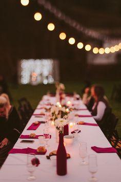 """Quando a gente acha que já viu todo o tipo de lindeza e criatividade, aparecem noivos e casamento para tirar o fôlego e mostrar que esse universo é realmente de sonhos e que o """"céu é o limite"""" para a criatividade. Se você ama casamento com personalidade e cheio de sentimento, prepare-se! Hoje tem overdose ..."""