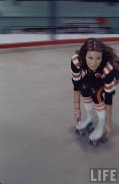 "Raquel Welch in the 1972 movie ""Kansas City Bomber."" She plays a roller-derby queen fighting off jealous rivals and amorous men. Roller Derby Girls, Kansas City, Vintage Magazine, Cinema Tv, Divas, Photo Vintage, Vintage Room, Rita Hayworth, Sport"