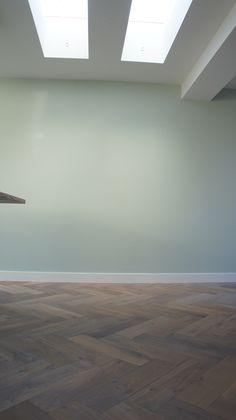 MoreFloors Vloeren Breda -Reuze visgraat 150 x 600 mm licht gerookt + wit mooie wand mint groen flexa verf